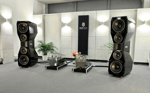 Göbel Loudspeakers & Cables, Engström Pre and Power, Wadax Digital, Kronos Turntable, Zyx Cartridge
