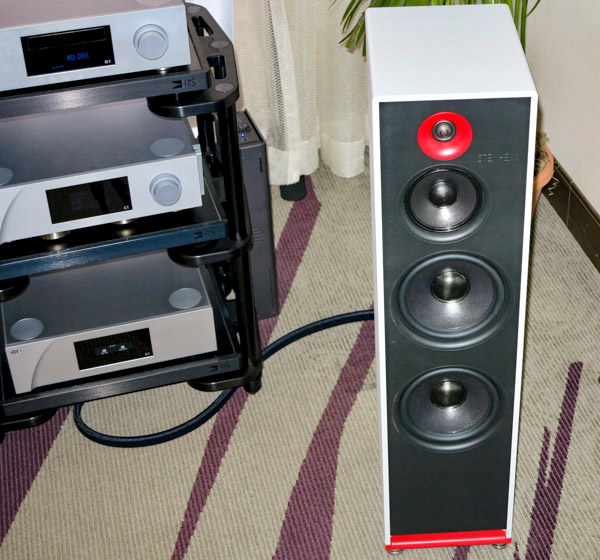 Stenheim Alumine 3 speakers, CH Precision C1 D.A Controller, D1 SACD / CD Drive, L1 preamp, P1 phono stage, X1 power supplies, and A1.5 2-channel amplifier; Technics SL1000R turntable, Lyra Etna SL cartridge, Harmonic Resolution stands, Etc.