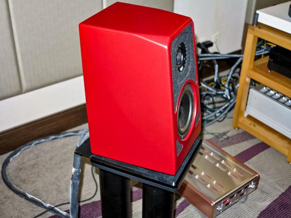 Wilson TuneTot speakers, Luxman L-509X integrated amplifier, MSB Discrete DAC, Innuos Zen mini music server, Bergmann Magne turntable, Ortofon A95 cartridge, D'Agostino Momentum phono preamplifier, and Kubala-Sosna Elation cabling