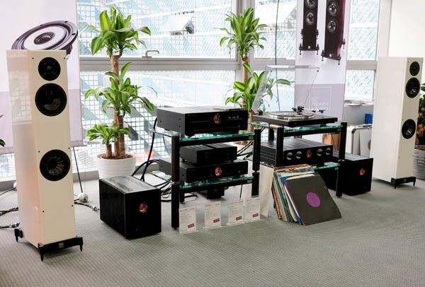 Vienna Acoustics Mozart Speakers, Vincent SP-T700 Amplifiers, Pangea Cables