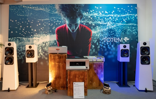 Totem Element Metal v.2, VTL TL 2.5i Preamplifier and ST-150 Amplifier, YBA Signature CD Player